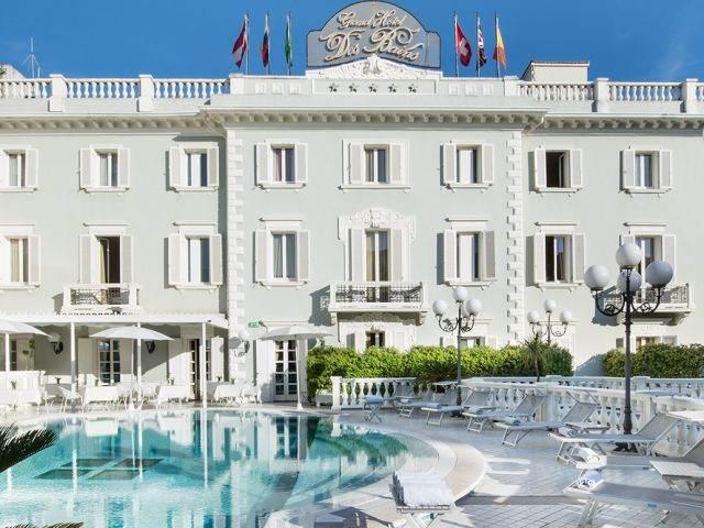 Hotel piscina a Riccione con bar e SPA Grand Hotel Des Bains ...