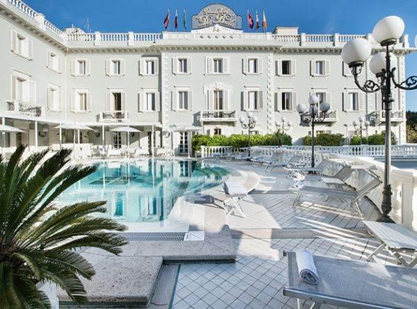 Restaurant riccione hotel with romagnolo restaurant and for Restaurant grand hotel des bains